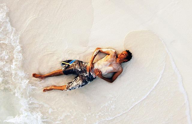 Песок, бриз и океан